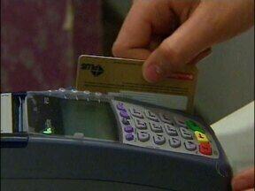 Cartão Clonado: Saiba como agir se isso acontecer com você - O cartão se tornou uma comodidade para os consumidores, mas é preciso ficar atento na hora de usar. É justamente nesse momento que os cartões são clonados.