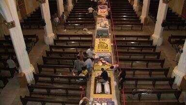 Igreja de Cristo Rei mantém tradição da confecção de tapetes com temas cristãos - Tapetes são exibidos no Dia de Corpus Christi.