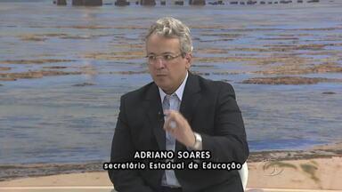 Secretário da Educação, Adriano Soares, fala sobre os problemas nas escolas estaduais - Secretário diz que problemas são pontuais e não é o retrato da Educação em Alagoas