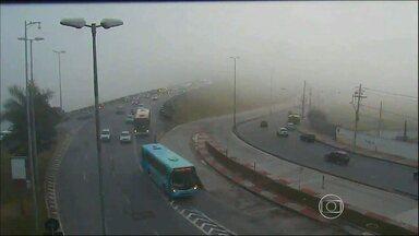 Neblina atípica em Belo Horizonte causa atraso e cancelamento de voos - Segundo o Aeroporto de Confins, fechamento foi necessário por questões de segurança.