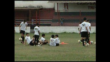 Santos F.C. instala escolinha de futebol em Volta Redonda, no RJ - Objetivo é formar novos talentos, ajudar na criação e na educação das crianças.