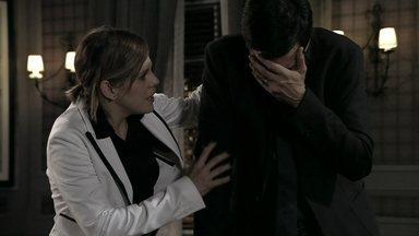 Félix chora e assusta Edith - Atílio conta para Vega que conversou com Félix e garante que o vilão se arrependeu dos contratos que assinou. Félix reclama da predileção de César por Paloma e Edith consola o marido
