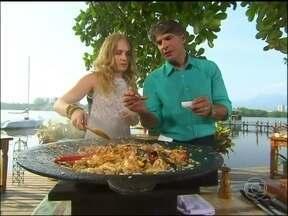Chef renomado, Olivier Anquier prepara arroz de frutos do mar - Angélica até tenta dar uma mãozinha, mas a apresentadora deixa por conta mesmo do chef