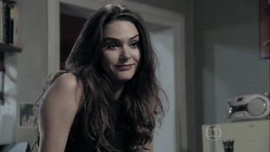 Leila acredita que Nicole está gostando de Thales - Ela reclama por ter perdido o quarto na mansão de Pilar para Bernarda e o escritor volta a convidá-la para morar com ele