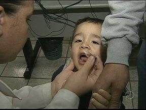 Hoje é dia de campanha de vacinação contra paralisia infantil - Unidades de saúde vão estar abertas até às 17 horas