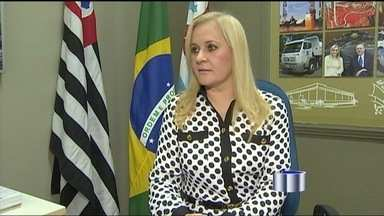 Justiça recebe ação do MP contra prefeita de Cruzeiro (SP) - Ação civil acusa Ana Karin de omissão no combate à dengue; ela nega.
