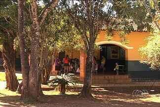 Professor da rede municipal é preso suspeito de estuprar 18 alunas menores, em Goiás - Segundo a polícia, abusos aconteciam dentro da sala de aula de uma escola municipal, em Goianira. As vítimas prestaram depoimento e confirmaram as denúncias. O professor nega.