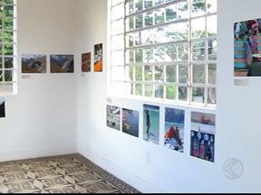 Exposição em Uberlândia retrata questionamentos sobre vida e morte - Trabalho fotográfico e livro podem ser conferidos até dia 5 de julho. Camila Merola é psicóloga e se refugiou no Tibete para desenvolver obras.