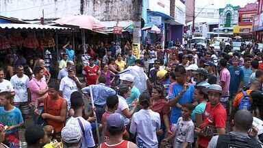 Prefeitura realiza operação para retirar ambulantes das ruas do Centro. - Camelôs reclamam das condições do Shopping Popular, para ondem devem ser encaminhados.