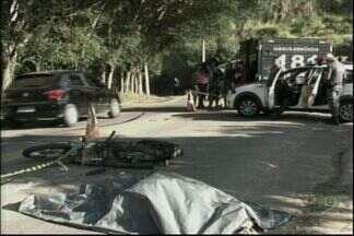 Jovem morre em acidente no Sul do ES - Carro que ele dirigia bateu contra ônibus.