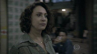 Ordália surpreende Denizard elogiando a beleza de Márcia - O dono do bar implica com a ex-chacrete quando ela pede um pouco de mortadela para Carlito