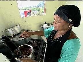 Restaurante aberto com economias leva Dona Vera do sufoco ao sucesso - Após se separar do marido, ela se mudou para uma casa menor em uma comunidade do Rio de Janeiro e usou dinheiro guardado para abrir o próprio negócio.