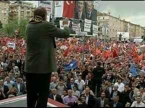 Polícia retira manifestantes que ocupavam centro da maior cidade da Turquia - Na Turquia, depois de duas semanas de protestos contra o governo, a polícia retirou os manifestantes que ocupavam o centro da maior cidade do país.