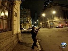 Especialista em segurança pública comenta ação de policiais durante manifestação - Rodrigo Pimentel elogia PM agredido, que não usou arma de fogo contra os manifestantes. No entanto, ele ressalta que o fuzil não poderia estar no ambiente urbano.