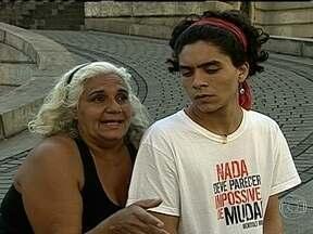 Luiza Ribeiro dá show de cidadania e se torna símbolo de manifestação - Três pessoas ainda estão detidas, acusadas de furto, durante os atos de vandalismo registrados na segunda-feira (17). Operários ainda trabalham para recuperar o que foi depredado. Conheça manifestantes que deram show de cidadania.