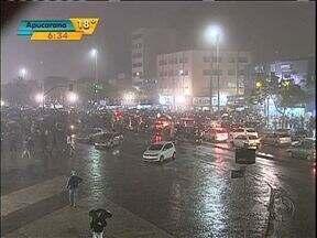Manifestantes protestam em Cascavel - A quinta-feira foi marcada por protesto em todo o Estado