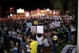 Protesto reúne 5 mil pessoas em Rio Verde, Goiás - Polícia acompanhou todo o movimento e não registrou nenhuma ocorrência.Manifestantes se reuniram na Praça da Matriz, no Centro de Rio Verde.