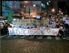 Nova Friburgo, RJ, realiza segundo manifesto pacífico nas ruas - Movimento reúne centenas de pessoas em frente à Câmara Municipal.Melhorias no transporte público e casas populares são reivindicados.