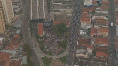 Manifestação em Piracicaba termina com saques à lojas do centro - Um grupo de pelo menos 12,6 mil manifestantes se reuniu para reivindicar a redução da tarifa do transporte púlico na quinta-feira (20). Após a dispersão, ao menos cinco lojas da área central foram saqueadas.