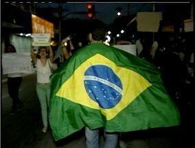 Ato em Macaé, RJ, pede quebra do monopólio de empresa de transporte - Manifestação conta com cerca de 5 mil pessoas, segundo organizadores.População faz um protesto pacífico e pede melhorias para a cidade.