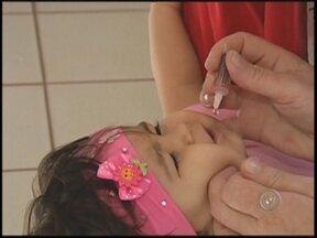Vinte e seis postos em Rio Preto, SP, vacinam contra paralisia infantil - Termina nesta sexta-feira (21) a Campanha de Vacinação Contra a Paralisia Infantil em todo o país. Em São José do Rio Preto (SP) as doses estão disponíveis nas 26 unidades de saúde.