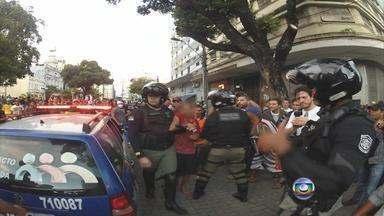 Grupos isolados levaram violência à manifestação pacífica do Recife - Pelo bairro da Boa Vista, a polícia teve que agir para conter alguns vândalos e baderneiros.