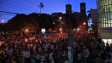 Protesto em Cuiabá reúne mais de 30 mil em ruas e avenidas - O protesto por melhores condições de saúde, transporte, educação e pelo fim da corrupção reuniu mais de 30 mil pessoas nesta quinta-feira em Cuiabá.