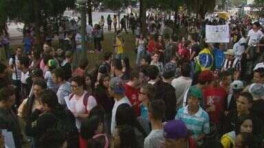 Manifestação tem detidos por vandalismo em Poços de Caldas - Manifestação tem detidos por vandalismo em Poços de Caldas
