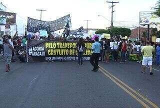 Ato de protesto em Aracaju (SE) se dividiu em duas partes - Uma parte da multidão foi pela Avenida Ivo do Prado em direção a Beira Mar, a outra seguiu pela Pedro Calazans e Hermes Fontes em direção ao Distrito Industrial.