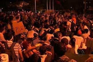 Protesto em Campo Grande reúne 30 mil pessoas - Manifestação passou por pontos importantes da cidade