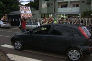 Manifestação tumultua o trânsito de Campo Grande - Alguns motoristas tentaram fugir do momento e outros aprovaram os protestos