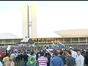 Mais de 30 mil pessoas fazem protesto em Brasília - Cerca de 35 mil pessoas fizeram na noite da última quinta-feira (20), um protesto pacífico, durante a maior parte do tempo em Brasília. No fim do protestos a manifestação terminou em tumulto.
