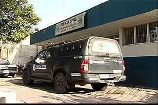 Agente penitenciário é preso por dirigir embriagado, no ES - O motorista passou em alta velocidade por uma rua de Vila Velha.Ele foi levado ao DPJ da cidade, pagou fiança e foi liberado.