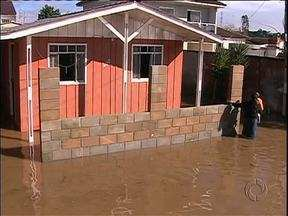 3 mil pessoas forma afetadas pela chuva em São José dos Pinhais - Muitos bairros estão alagados.