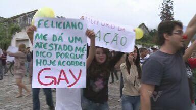 Moradores de Iguape participam de protesto pacífico - Manifestação foi realizada nas ruas co centro histórico da cidade