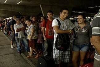 População de João Pessoa viaja para aproveitar o São João no interior da PB - A movimentação foi agitada na rodoviária e nas estradas em direção ao interior do Estado.