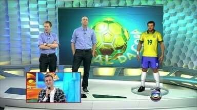 Huck ganha um boneco virtual igual ao dos jogadores da seleção - Tiago Leifert e Alex Escobar fazem brincadeira: mistura de Hulk com Huck