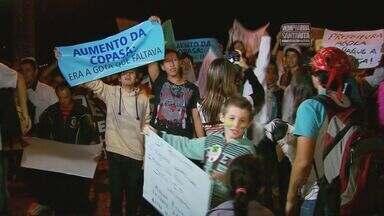 Em Santa Rita do Sapucaí, 1,5 mil vão às ruas em manifestação - Em Santa Rita do Sapucaí, 1,5 mil vão às ruas em manifestação