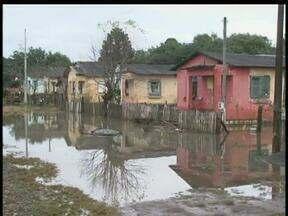 Chuvas deixam estragos na região de Guarapuava - O forte temporal que atingiu municípios da região nos últimos dias, alagou casas e danificou vários trechos de rodovias.