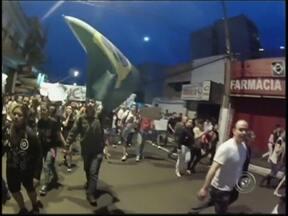 Confira as imagens da manifestação em Marília registradas pelo G1 - Repórter do G1 participou da manifestação entre os manifestantes e registrou imagens inéditas do protesto em Marília.