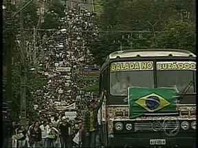 Mais de 10 mil manifestantes tomam as ruas de Londrina em mobilização contra a PEC 37 - Entre as diversas reivindicações como fim da corrupção, mais recursos para saúde e educação, manifestantes em Londrina focaram protesto hoje (22) contra a aprovação da PEC 37.