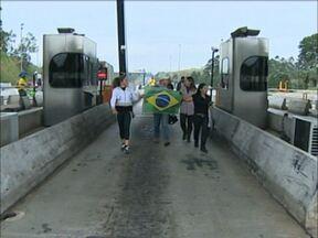 Governador de SP suspende reajuste do pedágio nas rodovias estaduais - Geraldo Alckmin (PSDB) fez anúncio nesta segunda (24) no Palácio dos Bandeirantes. Aumento estava previsto para ocorrer no dia 1º de julho.