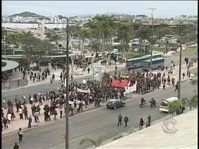 Novo protesto reúne cerca de 500 manifestantes em Florianópolis - Novo protesto reúne cerca de 500 manifestantes em Florianópolis.