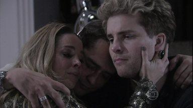 Niko e Eron convidam Amarilys para gestar o filho deles - Ela fica constrangida com o pedido e diz que não pode ajudá-los