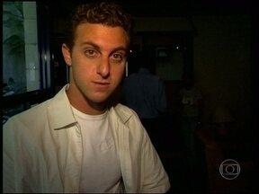 Garimpo Vídeo Show: Veja a chegada de Luciano Huck a TV Globo - No ano de 1999, apresentador fazia sua estreia no Projac