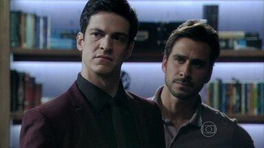 Félix vai embora furstrado da casa de Jacques - O vilão menospreza Inaiá e deixa Jacques preocupado