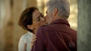 Capítulo de 28/06/2013 - Vitória e Zico se beijam em antigo esconderijo