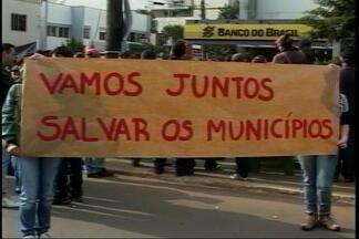 Protestos reunem centenas de pessoas pela região - Manifestações aconteceram em Casca e Sarandi na manhã de hoje