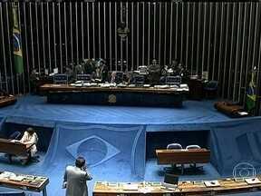 Governo insiste na realização de um plebiscito em 2013 - Em reunião com 37 deputados do PT, a presidente Dilma Rousseff pediu que a proposta fosse encaminhada ao Congresso seja tratada com prioridade. Para a oposição, o descompasso do governo abre espaço para que o plebiscito seja enterrado.