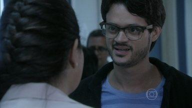 Renan pede para ser amigo de Perséfone - Glauce diz a enfermeira que Paulinha é filha de Paloma